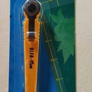 Taglierina Cutter Prym per stoffa con lama 18mm. Misura supermini.