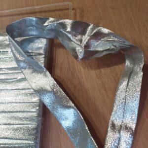 sbieco argento. altezza: 20 mm.
