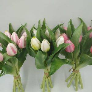 Mazzo di 7 tulipani in silicone, alta definizione dei particolari, simili ai fiori naturali.